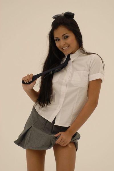 Азии Колледж шухер Мишель Мэйлин в белый Носки получает ее безволосые киска шикарная