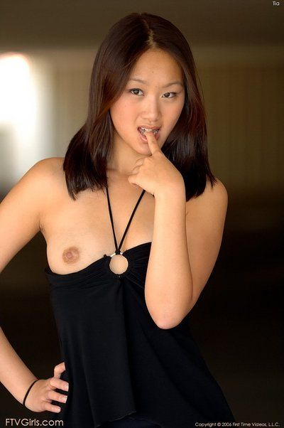 इस अधिक की तुलना में सुंदर एशियाई बेब एवलिन लिन की अनुमति देता है के कैमरा करने के लिए पर कब्जा उसके शांति
