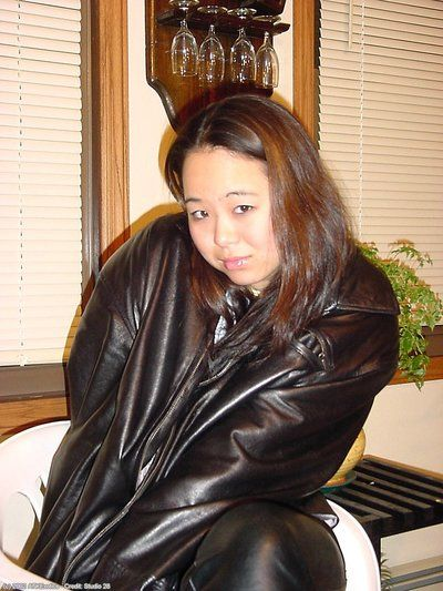 Asian amateur China modeling naked after stripping off leather pants