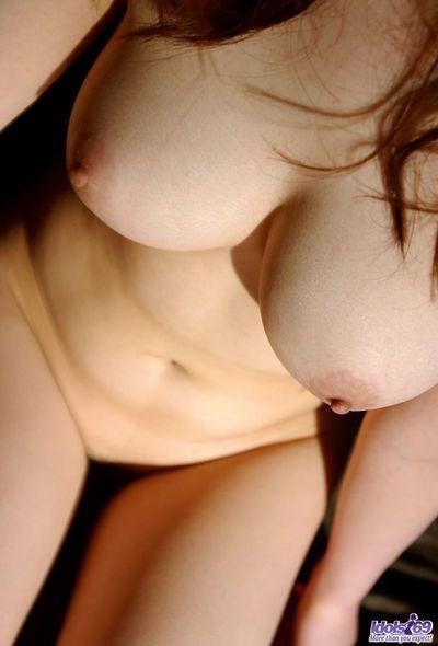 Непристойные Большой сиськастый чик Сумирэ Аида это Мигает В Красивые пушистый киска вверх юбка