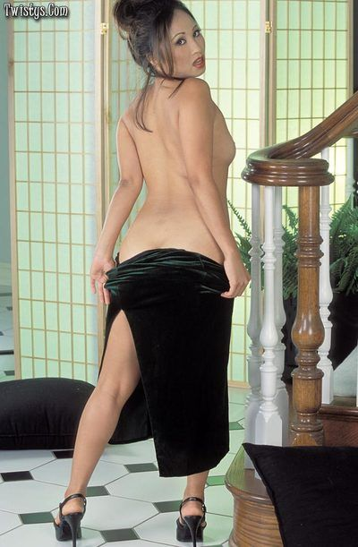 Kinky poses from lustful Asian Lisa Lin fingering and toying her natural bushy beaver.