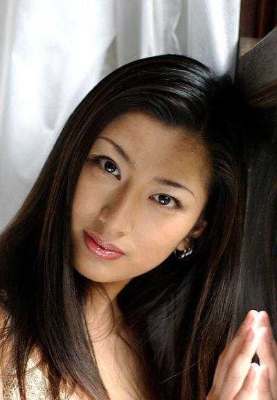 Азии Девчушка Побежал Asakawa это в В белый белье и также все Голые перед камера