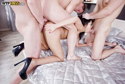 Groupsex scene with an marvelous brunette cowgirl Miranda and two guys