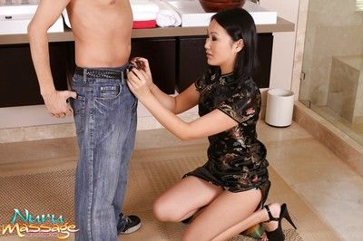 The juicy cunt of Asian babe Evelyn Lin is such a refreshing sight