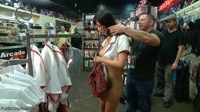 giapponese slut Marica è vergogna in un adulto negozio in Anteriore di un gruppo di cornea gu