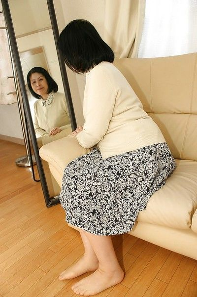 एशियाई , Toyomi Furui से पता चलता है हमें उसके सुंदर wideopened योनि