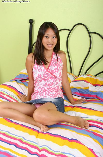Exotic asian girl Evelyn Lin with alluring smile gets naked and exposes her hole on the bed