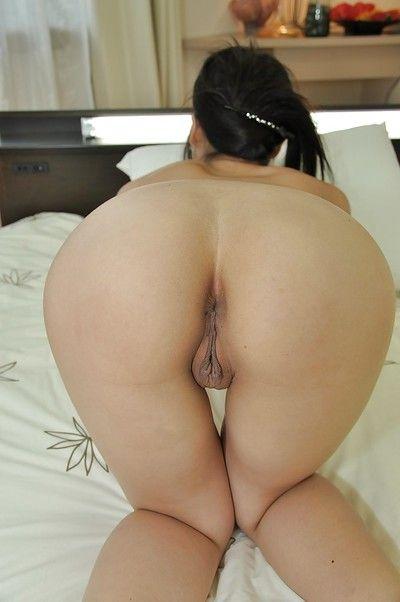 الآسيوية في سن المراهقة يوكا كوجيما عرض لها جميلة المنحنيات بعد حوض استحمام
