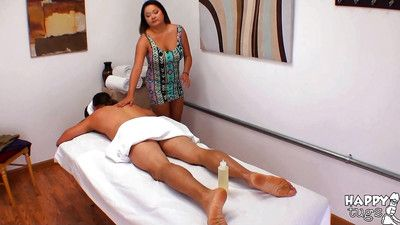 Chunky Asian masseuse Gigi Skye giving happy ending handjob