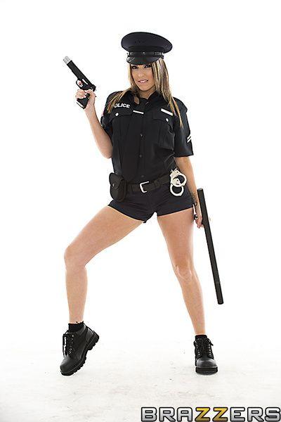 gros seins la police Femme Courtney cummz prend off Son uniforme pour Bâclée oral la servitude et Méchant hardcore goût