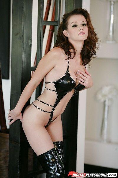 curvy Babe raven Alexis donne BJ dans strip-teaseuse bottes avant pour chauve fente Percussion