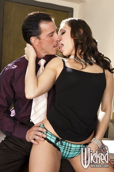 Teen Gracie Glam demonstrates the skills of intense oral and gentile penetration