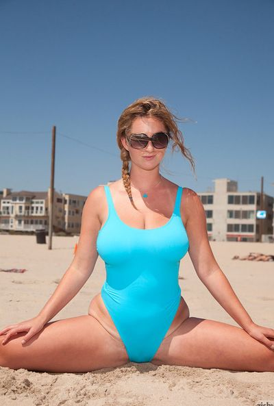 Boobsy Fairyhaired dans Attrayant bikini achats Attrayant au cours de l