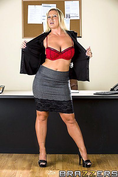 Damp busty MILF Devon Lee divulges her obsession for oral-job games and callous hardcore treatment