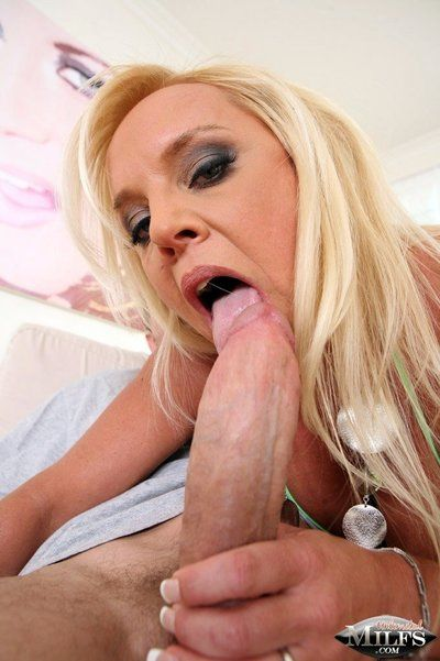 Juggy fairy-haired milf Alexis Golden takes off her amateur bikini and gets her loose cunt forced
