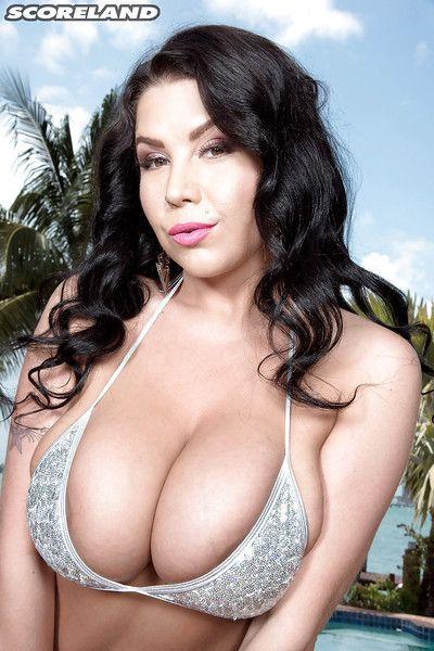 Dark hair mom Sheridan Love loosing hooters and entered nipples from bikini top