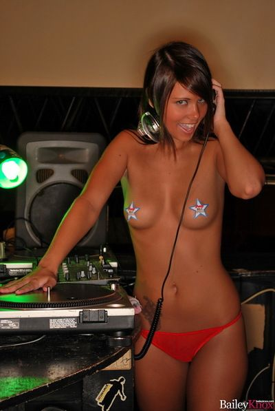 Sweaty princess listening to music and showing us her nakedness