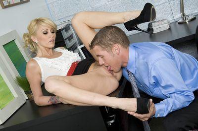 After having massive snake drilling her smooth head twat blondie enjoys feeling dick water sliding