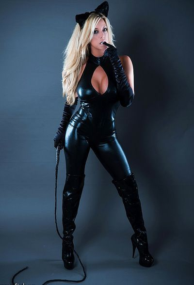 Blonde catwoman into to be nasty and pose in arousing solo session