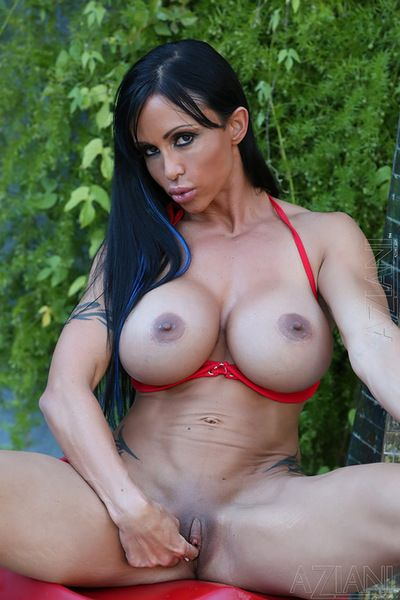Outstanding Jewels Jade shows off her staggering forms in pure outdoor solo