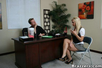 Jessica Lynn benefits from her round love muffins banged then impales her shaved muff on rod