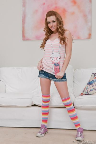 Sultry babes in jeans Teri Weigel and Lexi Belle don't mind striptease on live camera