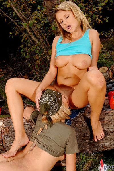 Experienced and extreme lesbo Zuzana Z aspires her adorable amateur to lick her gentile
