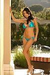 Tout en courbes Latine cutie Bimbo Jenny mistead bares Son Humide BLEU bikini et sexily permanent