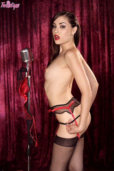 Dashing chick feels intense pleasure by slowly rubbing her wet cherry