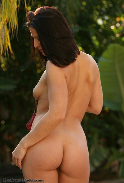 Gorgeous Tina feels like gently posing her lovely ass and shaved twat