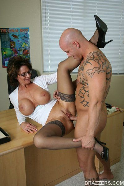 Elegant stockinged babe Deauxma in glasses gets her super horny box dicked.