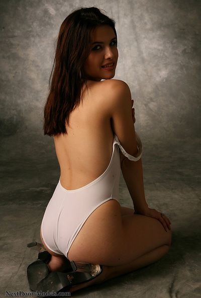 Casandra loves to play sensual and give amazing nude views of herself