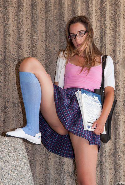 ยัง schoolgirls จูลส์ เพชร สนุกกับ สุนัขไม่มีสัญญาณกันขโมยและ Upskirt แกล้งทำ ของ เธอ เซ็กซี่ กางเกงใน