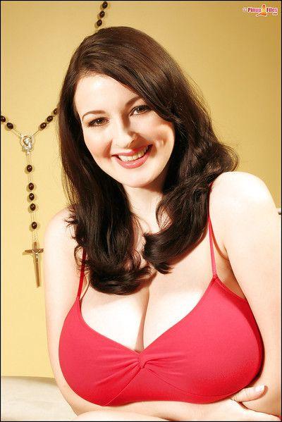European brunette Lorna Morgan unveiling massive mature boobs