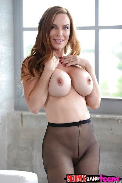 Pantyhose adorned mom Diamond Foxx exposing large tits and booty