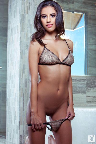 Abbagliante Bruna giocare cattivo Con Il suo Superba nudo forme in il caldo vasca