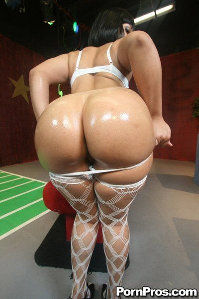 Rosario Stone shows wet bubble bottom before and while having hardcore sex