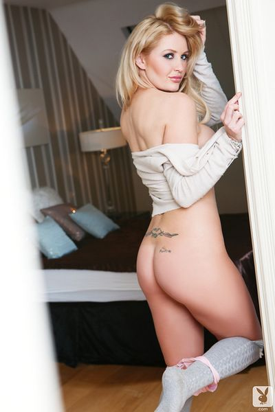 Busty Vanessa Jay pleases by gently posing her nude forms in superb solo