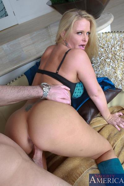 Big titted blonde mommy Maya Devine gets her trimmed experienced pussy nailed