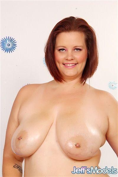 Fat white girl Amanda Foxxx loosing big tits from bra on way to posing nude