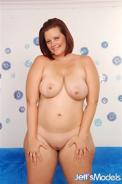 Fat white girl Amanda Foxxx loosing big tits from bra on way to posing nude