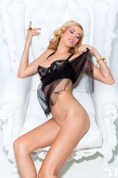 Blonde in sensual nighty amazes by gently getting nude in a superb solo show