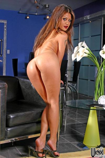 The shameless Asian girl Charmane Star adores demonstrating the hot nude body