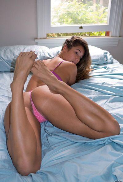 ईवा Lovia प्यार करता है प्रस्तुत उसके दौर गांड में उन आश्चर्यजनक जाँघिया और खेल के साथ उसके पैर