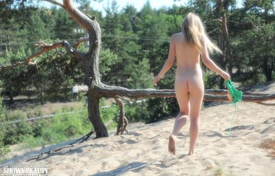 Super spectacular amateur model Kisa teases in a bikini and goes enormously nude