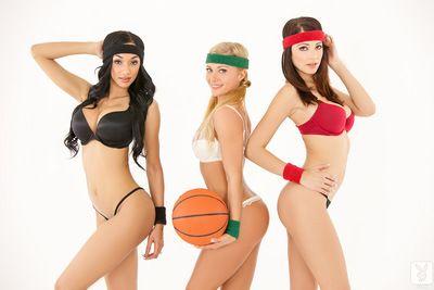 Sportif kızlar zevk Çekici solo :Tarafından: yavaşça poz onların olarak anne verdi doğum göğüsleri ve traş kiraz