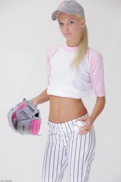 Pequeño petite tetas Rubia cutie franziska facella disrobes No destacados su Béisbol uniforme