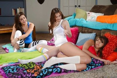 Clammy lesbian orgy with sweet Cassidy Banks and Elektra Rose