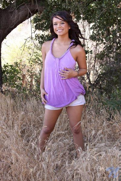 Raven haired teen Bliss Lei with skinhead pussy benefits from unclothed and stretches her bottom cheeks outdoors