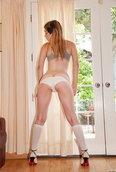 Naughty youthful Alaina Fox likes teasing and posing her attractive worthwhile booty
